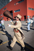 Performer calls people using a vintage loudhailer at Milan Clown Festival 2014 — Foto Stock
