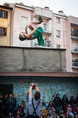 Artistes qui se produisent dans leur spectacle acrobatique au festival de clown de milan 2014 — Photo
