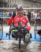 Atleta discapacitado participando en medio maratón stramilano — Foto de Stock