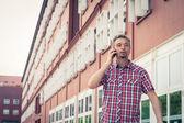 Man in short sleeve shirt talking on phone — Foto de Stock