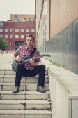 Man in short sleeve shirt playing electric guitar — Stock Photo