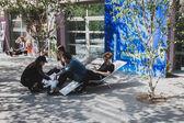 Ludzie w ventura lambrate miejsca w tygodniu design mediolan — Zdjęcie stockowe