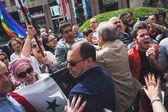 Pro palestyńskich demonstrantów konkurs brygada żydowska podczas parady dzień wyzwolenia w mediolanie — Zdjęcie stockowe