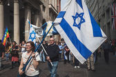 Jewish people taking part in the Liberation Day parade in Milan — Stock Photo
