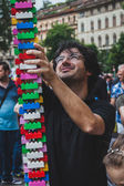 Father plays with Lego bricks in Milan, Italy — Stock Photo