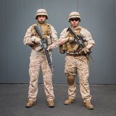 Soldiers with rifle posing at Militalia in Milan, Italy — Stock Photo