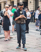 People outside Armani fashion shows building for Milan Men's Fashion Week 2014 — Stock Photo