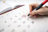 Man escorts date in calendar — ストック写真