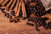 Roasted coffee and cinnamon sticks — Stock Photo