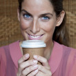 Attractive young woman drinkinhg take away coffee - 图库照片