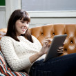 Surfing the net at home - Foto Stock