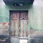 antigua puerta de madera rústica — Foto de Stock   #44504417
