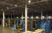 新しい広いとモダンな倉庫スペースのインテリア — ストック写真