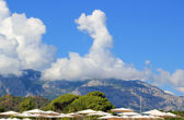 Mountain in Turkey (Kemer) with cloud forming a pointy hat — Stock Photo