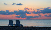 Two chairs on a beach at a beautiful purple sunrise in Turkey (Kemer) — Stock Photo