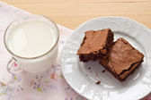 Homemade brownies and a cup of milk — Foto de Stock