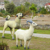 Sculptures of animals in a street park in Turkey — Stock Photo
