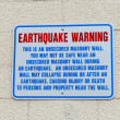 Earthquake Warning Wall Sign in Anchorage, Alaska USA — Stok fotoğraf