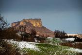 La montaña de piedra plana en italia al atardecer en época de invierno — Foto de Stock