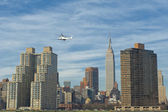 NEW YORK A view from river with Empire state building and Helicopter — Stock Photo