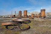 Un asentamiento minero abandonados en svalbard spitzbergen — Foto de Stock