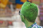 A man green paintend like incredible hulk at Viareggio Italy Carnival Show — Stock Photo