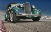 Old Green Chromated Car over deep blue sky — Stock Photo