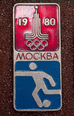 Vintage russian pin moska 1980 soccer — Stock Photo