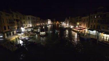 Rialto Venedik gece manzarası — Stok video