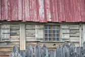 Stare okna drewniane chaty — Zdjęcie stockowe