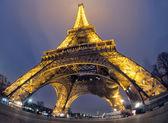 埃菲尔铁塔在晚上 — 图库照片
