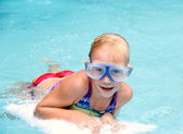 Little girl swimming in the pool — Stock Photo