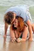 Young couple on ocean beach — Stock Photo