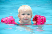 Toddler girl swimming in the pool — Stock Photo