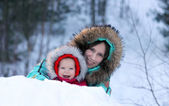 Mother and daughter in a winter park — Stock Photo