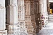 Ranakpur tapınağı oyma ayağı — Stok fotoğraf
