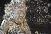Balinese standbeeld van een voogd in een hindoe tempel — Stockfoto