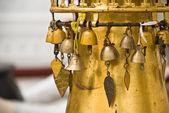 Klokken in een boeddhistische tempel — Stockfoto