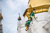Statue in the Shwedagon apya, in Yangon, Burma — Stock Photo