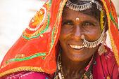 Porträt einer schönen frau in jaisalmer — Stockfoto