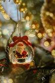 Noel Baba'ya bir top, Noel dekorasyon — Stok fotoğraf