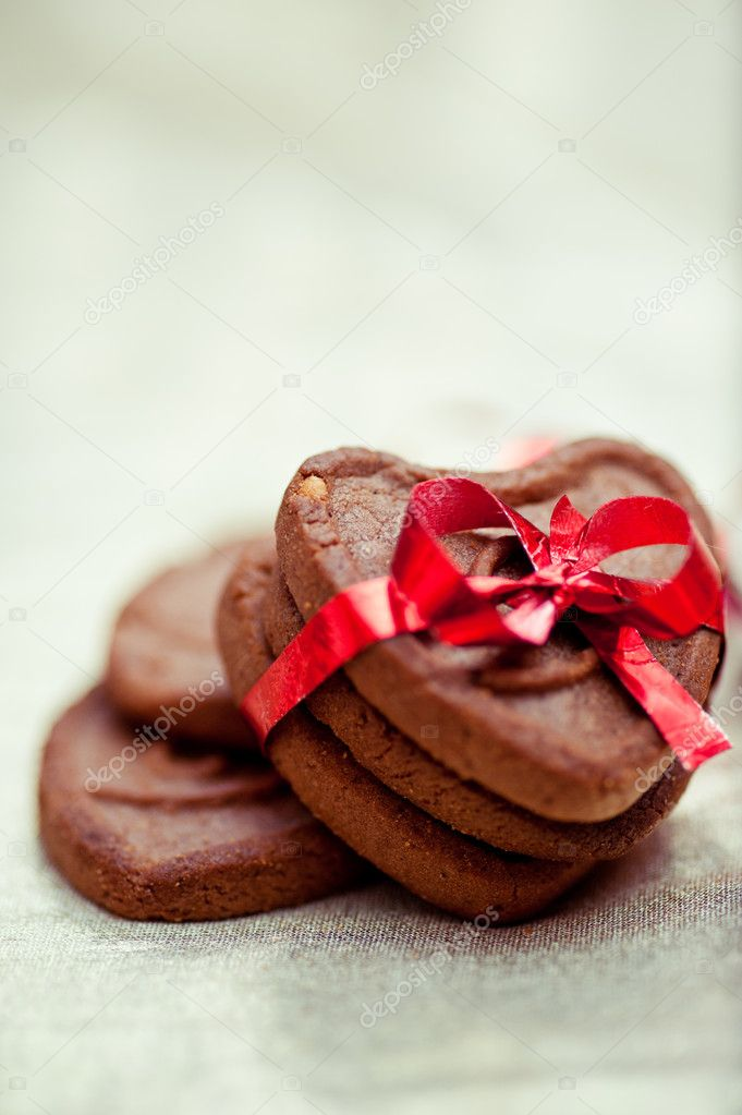Three heart shaped cookies tighten with the red ribbon — Stok fotoğraf #19216961