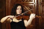 Young girl playing violin — Stock Photo