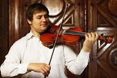 男とバイオリン — ストック写真