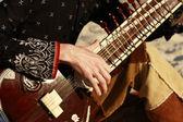 De sitar spelen — Stockfoto