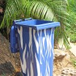 Trash (garbage bin) in the park beside the walk way — Stockfoto