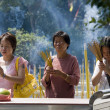 Worship at a Taoist Temple on Lantau Island in Hong Kong - Foto Stock