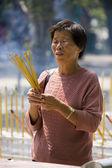 Worship at a Taoist Temple on Lantau Island in Hong Kong — Stock Photo