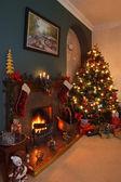 árvore de natal e lareira — Foto Stock