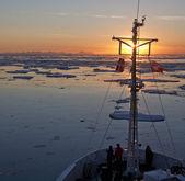 Midnight Sun in the Arctic Ocean — Stock Photo